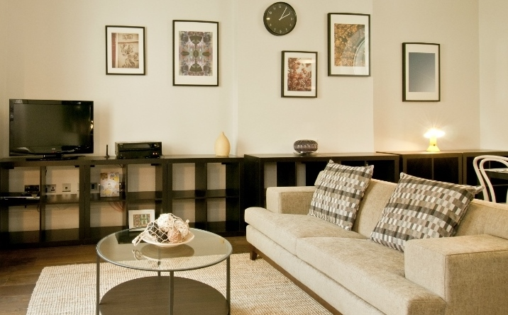 Serviced apartment, College Square, London